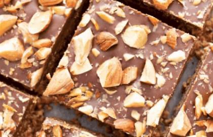 ריבועי שוקולד עם שקדים מ-4 מרכיבים בלבד!